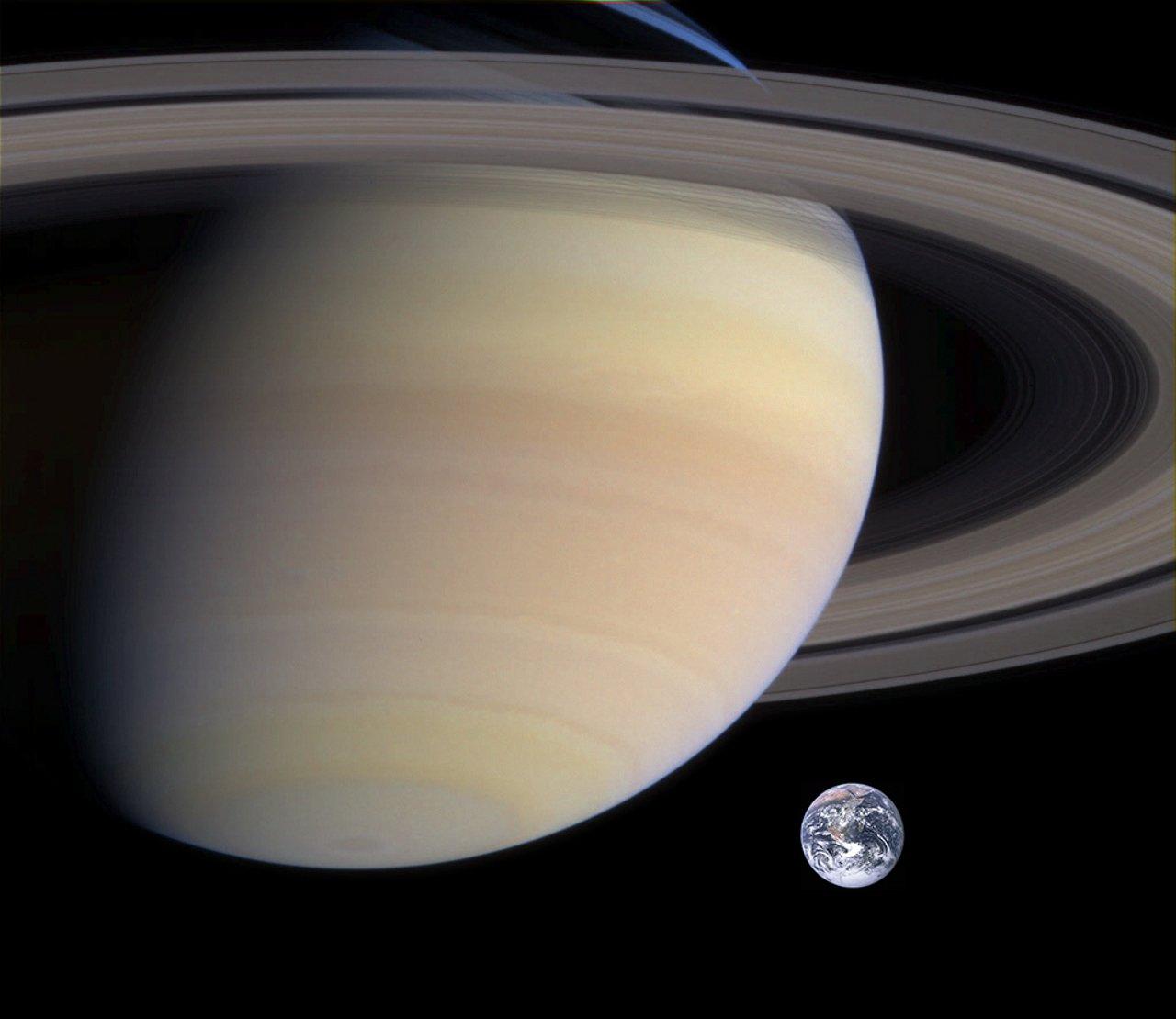 Größenvergleich von Erde und Saturn