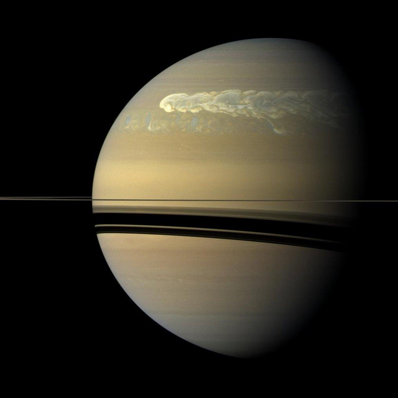 Stürme in der Atmosphäre von Saturn